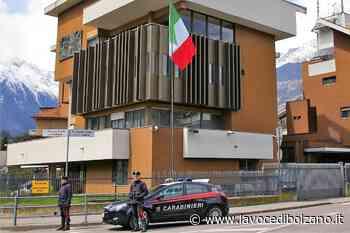 Un furto e un'aggressione a Merano: due nordafricani denunciati dai carabinieri - La Voce di Bolzano