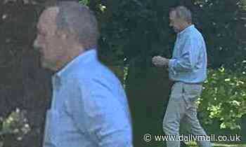 Kevin Spacey walks his dog in London in rare sighting - Daily Mail