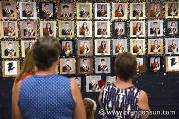 Carberry Collegiate holds safe grad ceremonies - Brandon Sun