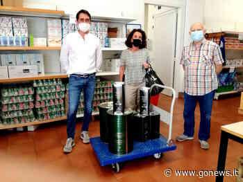 Sienambiente dona all'Emporio della solidarietà di Poggibonsi 100 litri d'olio - gonews
