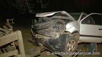 Fuerte choque entre una camioneta y un auto en Santa Lucía deja el saldo de una mujer herida - Tiempo de San Juan