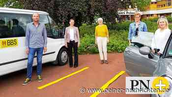 Schüler treffen Ausbilder auf dem BBS-Parkplatz in Peine - Peiner Nachrichten