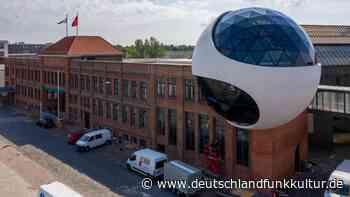 Oscar Niemeyers Kugelkantine in Leipzig - Architektur zur Markenbildung - Deutschlandfunk Kultur