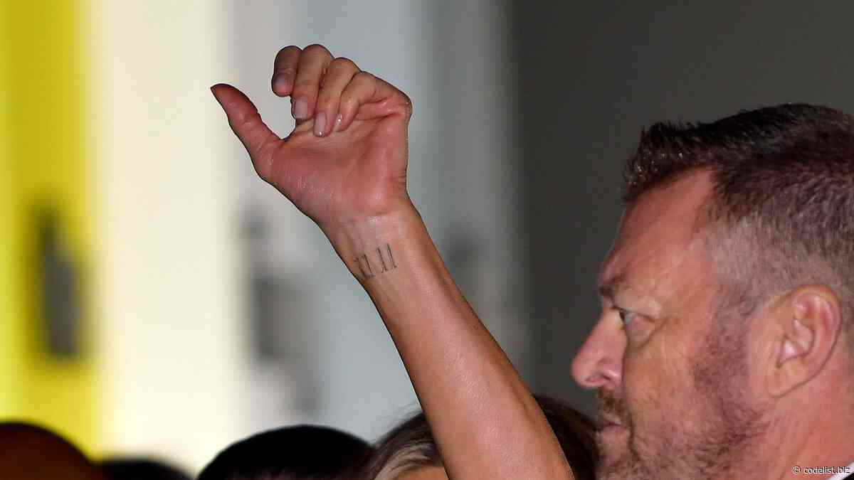 Jennifer Aniston is a tattoo of 11:11 in honor of her dog, Norman - Code List