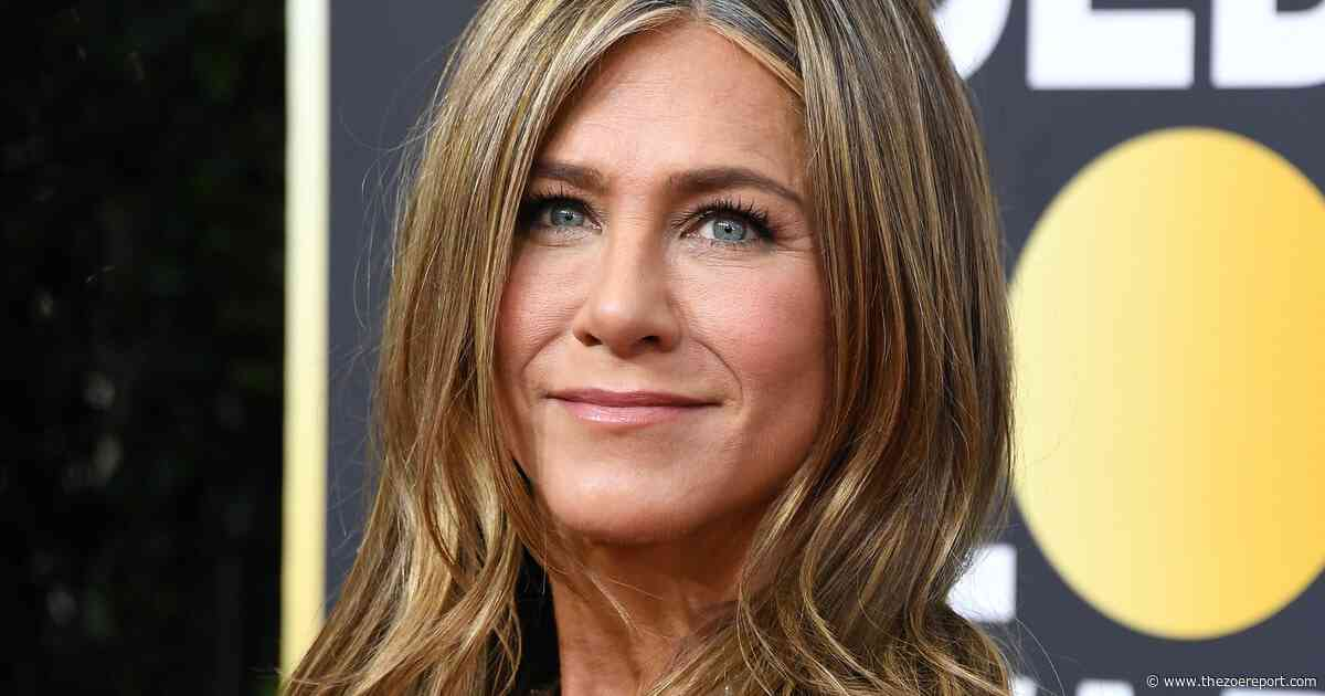 A Look At Jennifer Aniston's Most Iconic Outfits Show That Decades Of Timeless Style Can Exist - The Zoe Report