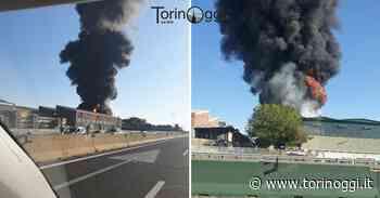 Incendio a Settimo Torinese, fiamme altissime: la colonna di fumo visibile da chilometri [FOTO] - TorinOggi.it
