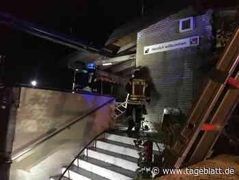 Feuerwehreinsatz am Tennisclubhaus am Jahnstadion in Buxtehude - Blaulicht - Tageblatt-online