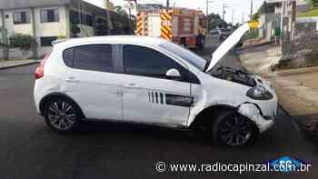 Veículo sai da pista e cai em sarjeta na Serra de Capinzal - Rádio Capinzal