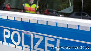 Mit geklautem Tisch und Schild unterwegs - Jugendliche randalieren in Rosenheim