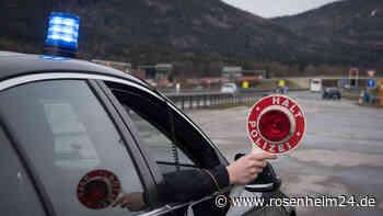 Spektakuläre Flucht endet bei Rosenheim: Mann (35) versucht Polizeiauto zu rammen
