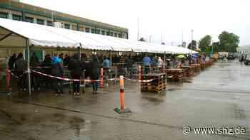 Tausende dänische Besucher: Riesiger Ansturm auf Grenzmärkte in Harrislee   shz.de - shz.de