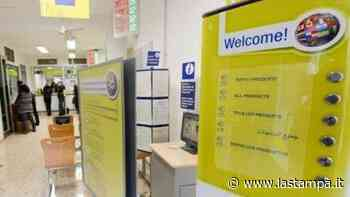 Novara, pensionato rapinato da due uomini dopo aver ritirato soldi all'ufficio postale - La Stampa