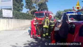 Incidente a Osimo, Ape si ribalta in via Flaminia. Estratto dalle lamiere il conducente - il Resto del Carlino