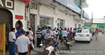Ausente sana distancia entre usuarios de banco en Teapa - Diario Presente