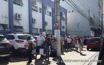 Candidatos formam longa fila para processo seletivo da prefeitura de Colatina-ES. - Colatina em Ação