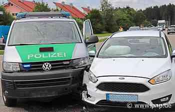 Polizeibus stößt bei Einsatzfahrt gegen Ford: zwei Verletzte - Passauer Neue Presse