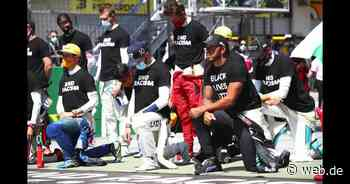 Formel-1-Eröffnungsrennen: Lewis Hamilton kniet nieder | WEB.DE - WEB.DE News