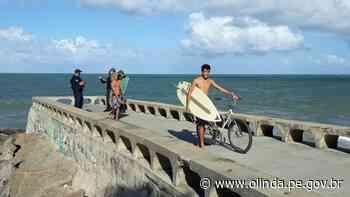 Em Olinda, surfistas são retirados do mar e comerciantes advertidos - Prefeitura de Olinda