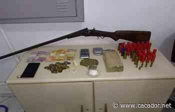 Tráfico: Polícia Militar apreende drogas, arma e dinheiro em Fraiburgo - Caçador Online