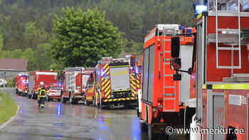 Flammen in Chemielabor: Feuerwehren rücken zu Großeinsatz aus - Kripo ermittelt - Merkur.de