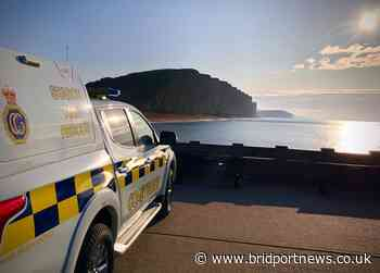 Coastguard step in as people risk their lives to take 'selfies' on cliff edges - Bridport and Lyme Regis News