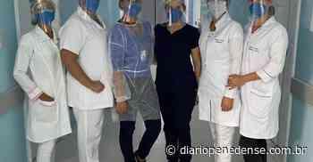 Funcionários da Santa Casa de Penedo que estão na linha de frente do Covid-19, recebem protetores faciais. - Geraldo Jose