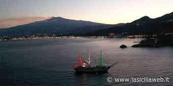 Taormina, l'Etna e il comandante al piano - lasiciliaweb | Notizie di Sicilia
