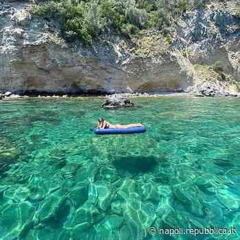 Ischia, l'estate in una foto: il mare smeraldo di San Pancrazio - La Repubblica