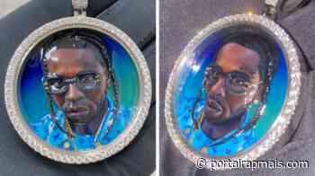 Ex namorada do Pop Smoke compartilha fotos de corrente em ouro branco de 14k feita em homenagem ao rapper - Rap Mais