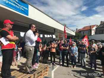 Romilly-sur-Seine : 130 personnes manifestent pour soutenir les salariés du Carrefour contact - L'Est Eclair