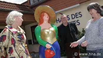 Skulptur Bunte Bella wirbt für Naumburg und Bad Emstal - HNA.de