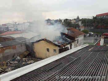 Incêndio destrói casa no Uberaba, em Curitiba; há suspeita de ato criminoso - Bem Paraná