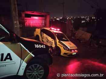 Atiradores encapuzados invadem casa e mata jovem a tiros em Curitiba - Plantão dos Lagos
