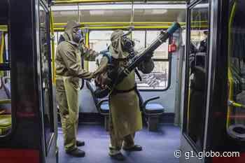 Exército ajuda a higienizar ônibus do transporte coletivo de Curitiba contra o coronavírus - G1
