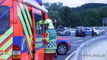 Unfall zwischen Metzingen und Dettingen : Schlössleskurve: Aufprall fordert zwei Verletzte - SWP