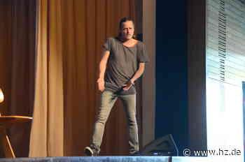 Kabarett-Uraufführung in Dischingen: Philipp Weber: So war der erste Auftritt seit dem Lockdown - Heidenheimer Zeitung