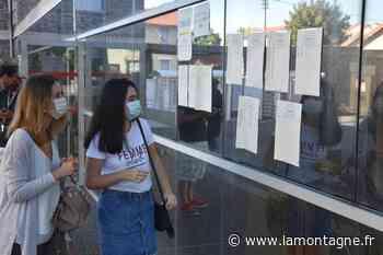 """Au lycée Virlogeux de Riom, les résultats du bac ont attiré quelques élèves ce matin : """"J'ai le seum que l'année se finisse comme ça !"""" - Riom (63200) - La Montagne"""