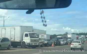 Protesto deixa trânsito parado na BR-324 sentido Feira de Santana - Jornal Correio