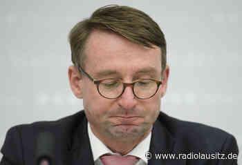 Verfassungsschutz weiter im Fokus - Kretschmer vertraut Wöller - Radio Lausitz