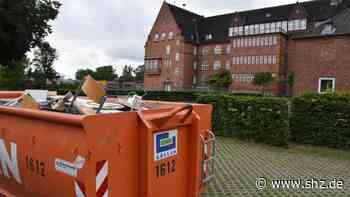 Eutin: Bauarbeiter entdecken Asbest im Voß-Gymnasium | shz.de - shz.de