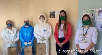 Coopercam homenageia profissionais de saúde de Campos Gerais | Notícias - EasyCoop - Cooperativismo em Revista
