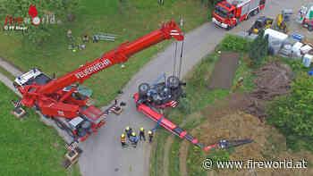 Oö: Schwerkran-Einsatz bei Teleskoplader-Bergung in Pfarrkirchen - Fireworld.at