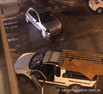 Motorista inabilitado avança sinal vermelho e causa acidente em Varginha - Varginha Online