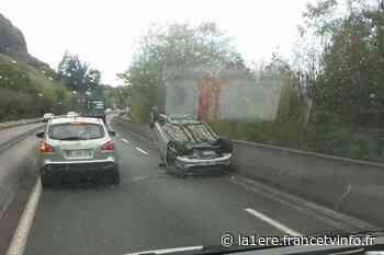 Saint-Denis : une voiture sur le toit en direction de la Route du Littoral - Réunion la 1ère - Outre-mer la 1ère