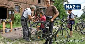 Wustermark: Nachbarschaftshilfe bei der Fahrradreparatur - Märkische Allgemeine Zeitung