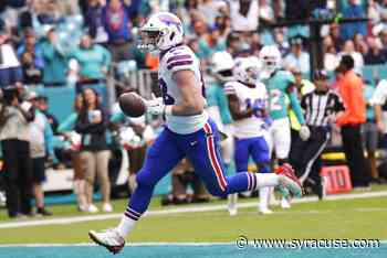 WATCH: Buffalo Bills TE Dawson Knox hauls in one-hand grab on jet ski - syracuse.com