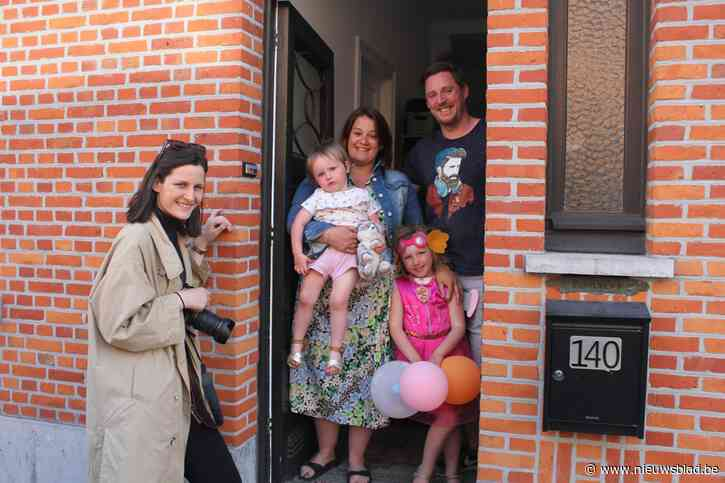 Fotografe die deurportretten maakte, krijgt zomerexpo