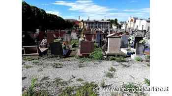 Erba alta tra le tombe, cimitero del degrado a Badia - il Resto del Carlino