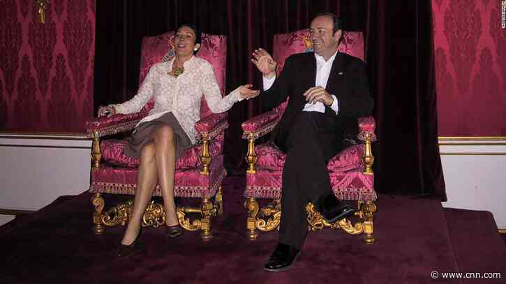 Epstein's alleged accomplice pictured posing on British throne with Kevin Spacey - CNN