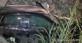 Abandonan auto tras caer hacia un desnivel en carretera Valles-Tamazunchale - Pulso de San Luis